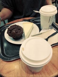in de Starbucks even bijtanken