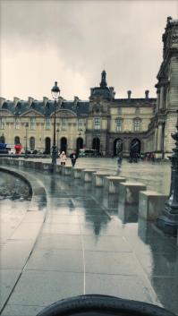 Outside van het Louvre